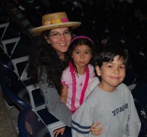 disney-on-ice-mom-and-kids