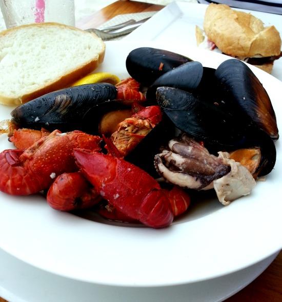 crawfish,mussels,octopus